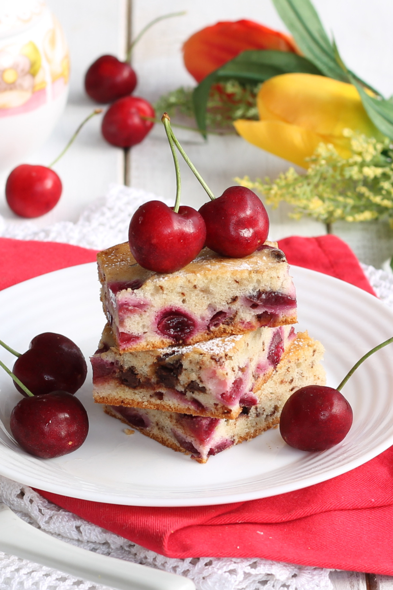 QUADRETTI SOFFICI CILIEGIE CIOCCOLATO ricetta torta con ciliegie