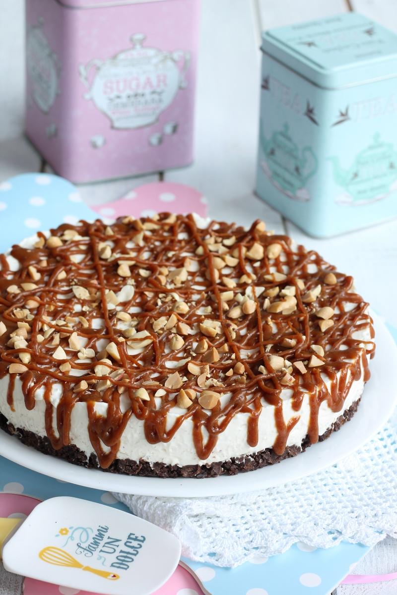 Cheesecake vaniglia caramello arachidi | con salsa al caramello salato