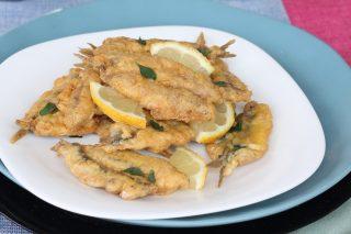 Alici indorate e fritte limone e menta | ricetta alici fresche in pastella furba