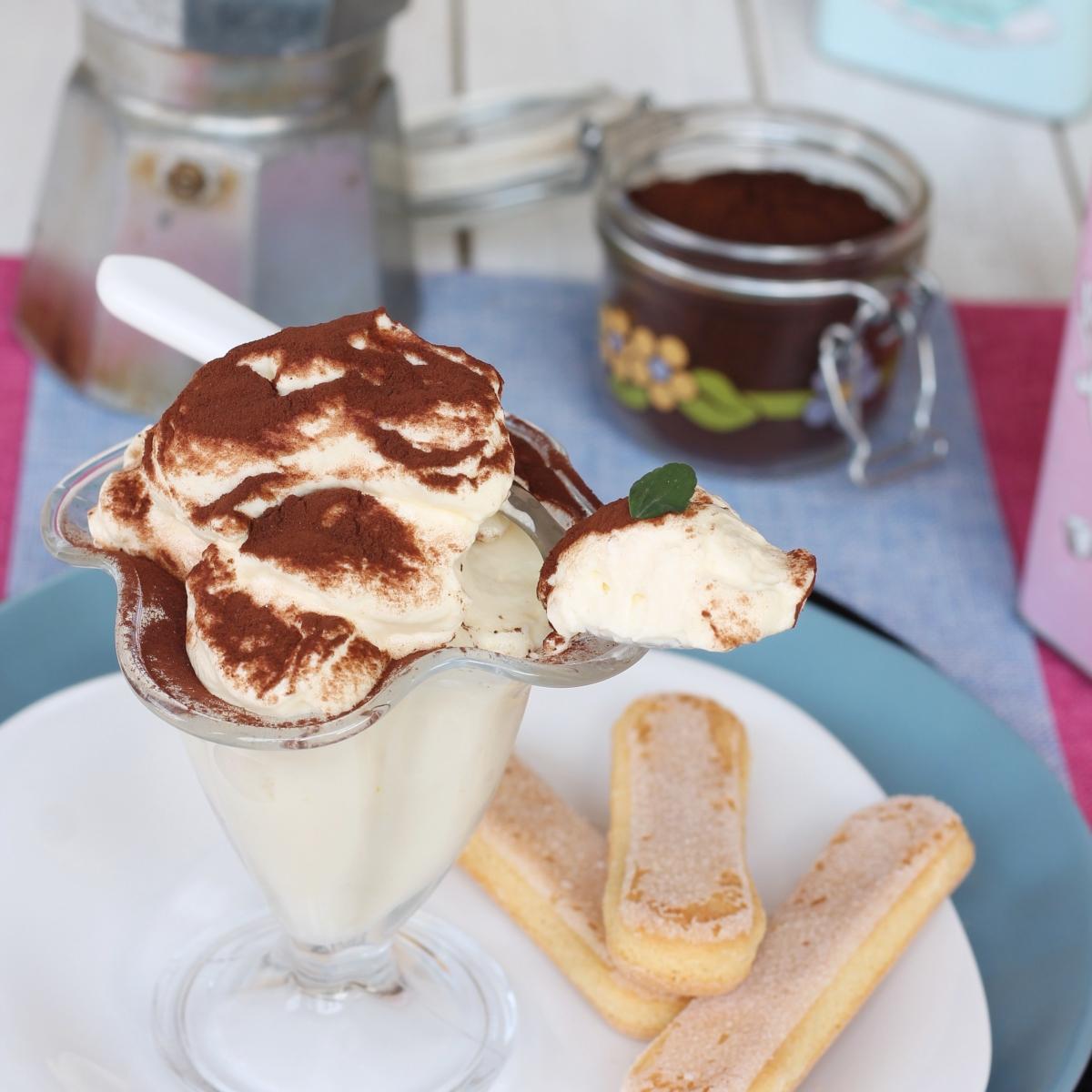 Crema tiramisu' sostenuta | ricetta crema per pan di spagna gusto tiramisù