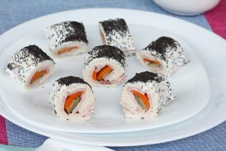 FINTO MAKI PANE E PROSCIUTTO ricetta finto sushi con pancarrè