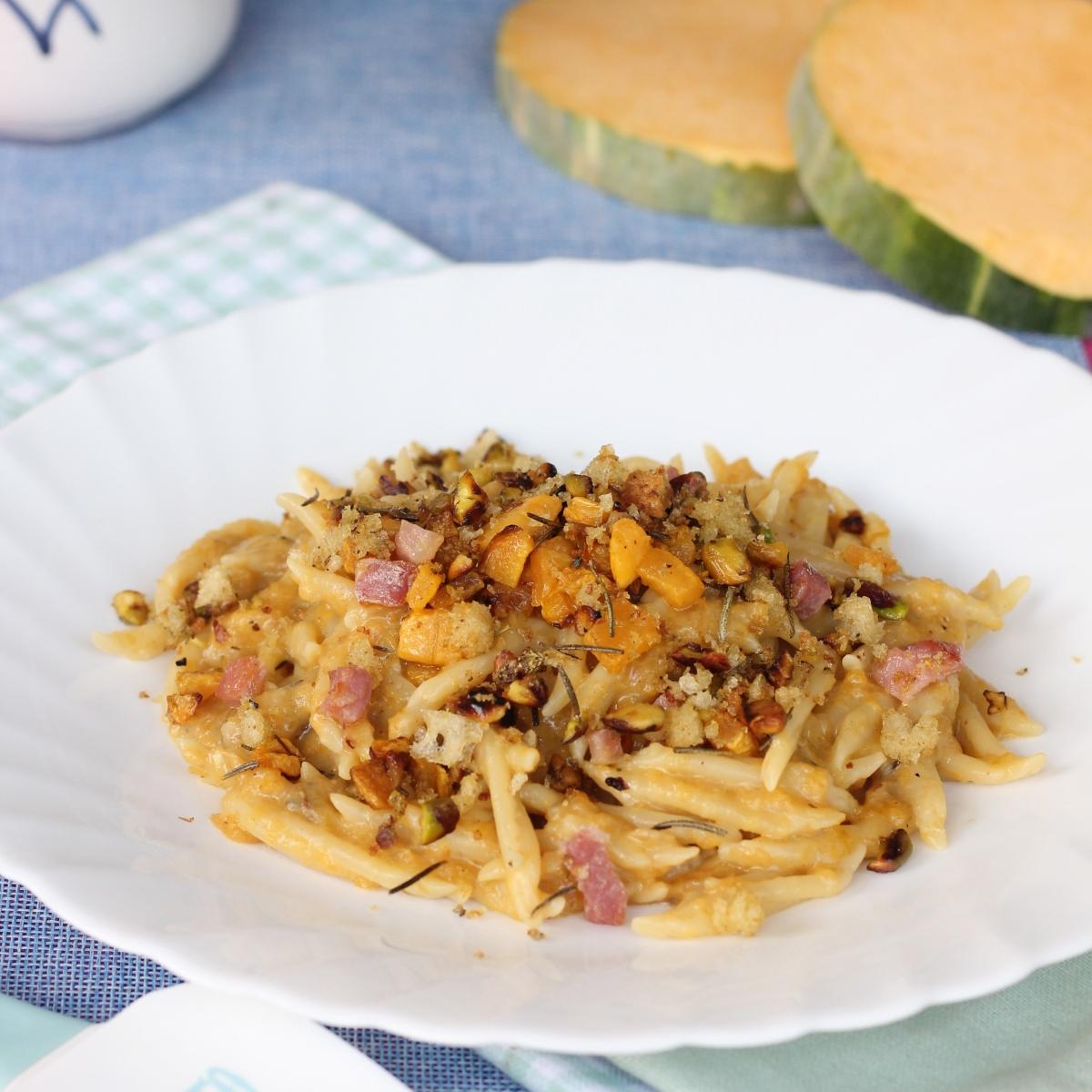 PASTA CREMA DI ZUCCA ricetta trofie con zucca pistacchi e pancetta