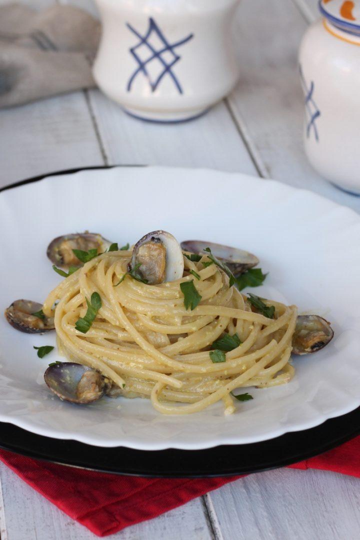 Linguine vongole e crema di pistacchi | ricetta pasta vongole e pistacchi