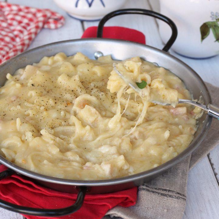 Pasta e patate alla napoletana | ricetta pasta e patate con la provola