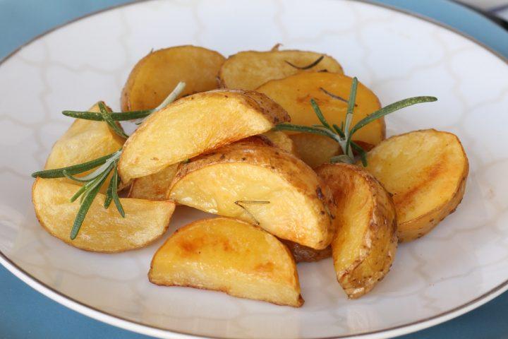 Patate alla birra al forno   ricetta patate croccanti fuori morbide dentro