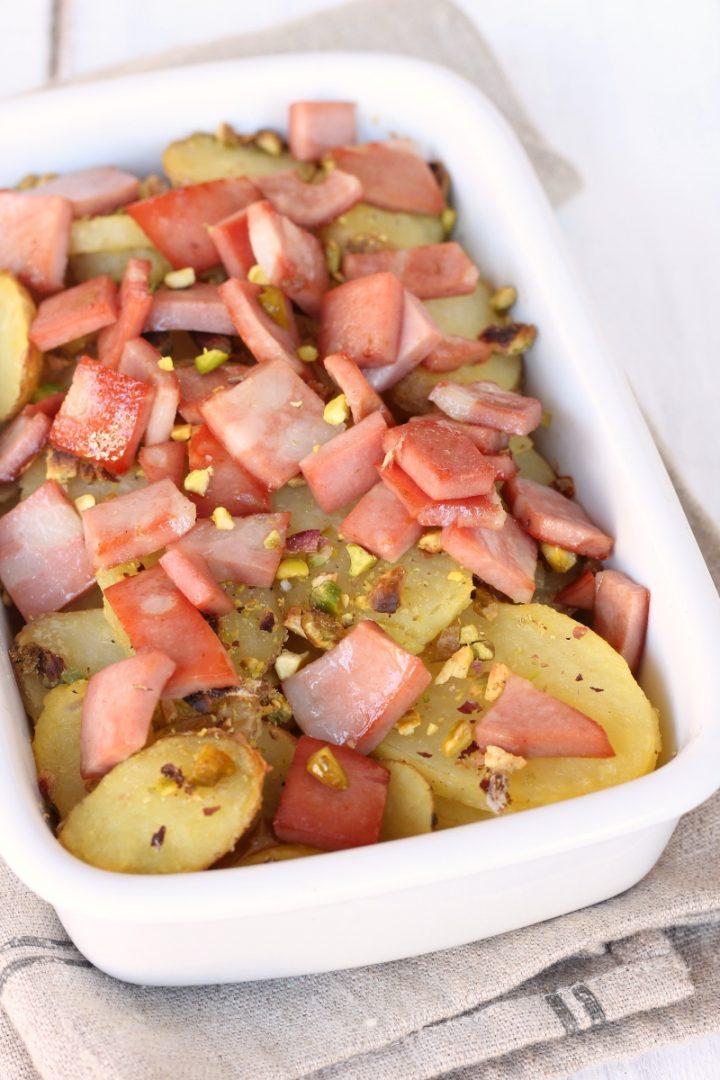 Patate al forno mortadella pistacchi | ricetta teglia di patate con mortadella