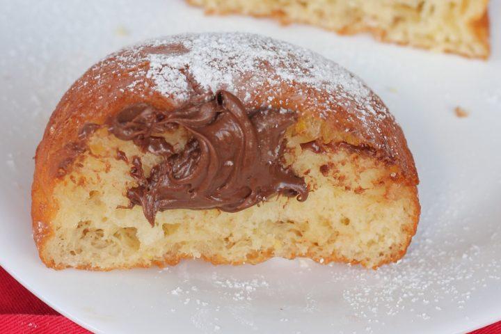 BOMBE ALLA NUTELLA ricetta bomboloni sofficissimi farciti con Nutella