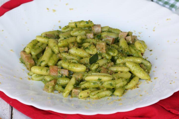 Cavatelli pesto di spinaci e pistacchi | ricetta pasta pistacchi e mortadella
