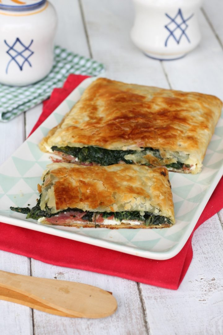 Ricetta rustico spinaci e salame | torta salata veloce con pasta sfoglia