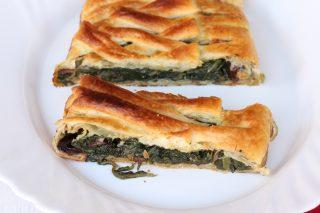 Strudel pasta sfoglia e bietole | ricetta torta salata veloce con verdure
