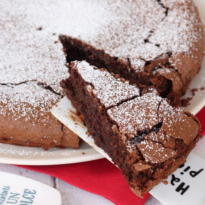 Torta cioccolato nocciole senza farina   ricetta torta alle nocciole cremosa