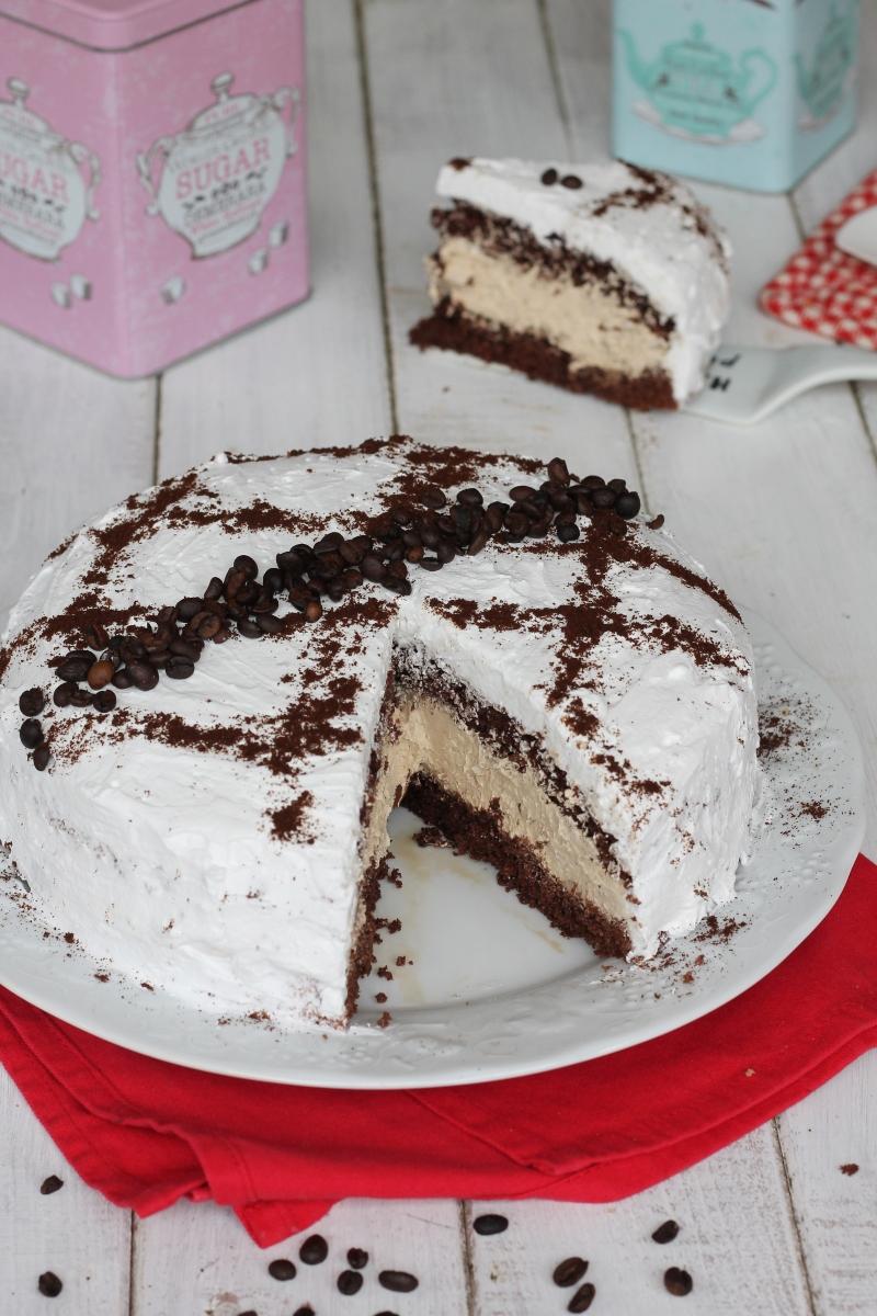 Torta al cioccolato con crema paradiso al caffe'   ricetta torta al cacao con crema paradiso
