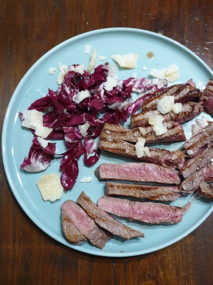 Tagliata di scottona radicchio e grana   ricetta tagliata di carne tenerissima