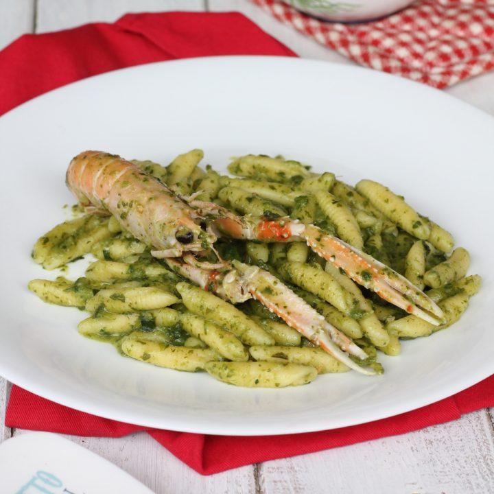 Pasta scampi e crema di rape   ricetta primo piatto facile con scampi