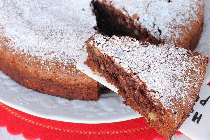 Torta fondente noci e cioccolato |dolce al cioccolato che si scioglie in bocca