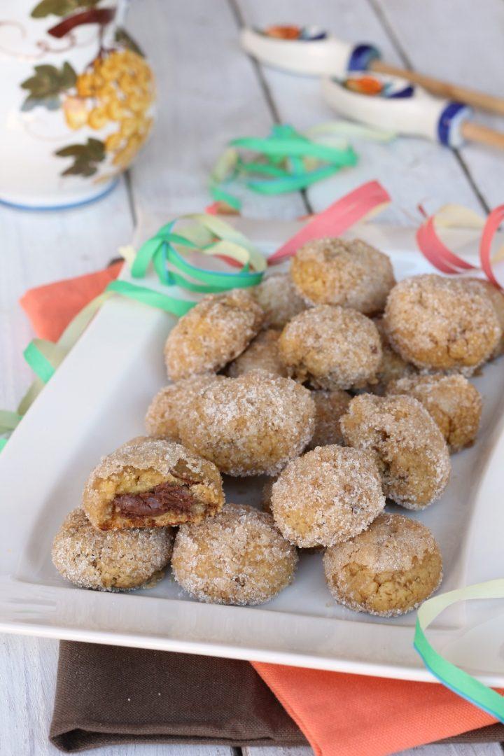 Castagnole al forno ripiene di Nutella | ricetta castagnole morbide farcite