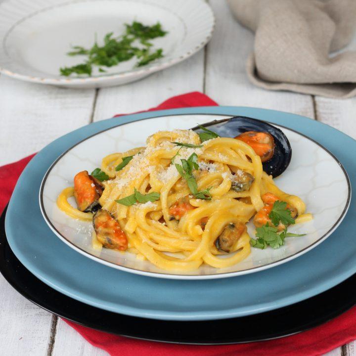 Pasta cozze crema di zucca e pecorino   ricetta primo piatto di pasta fresca
