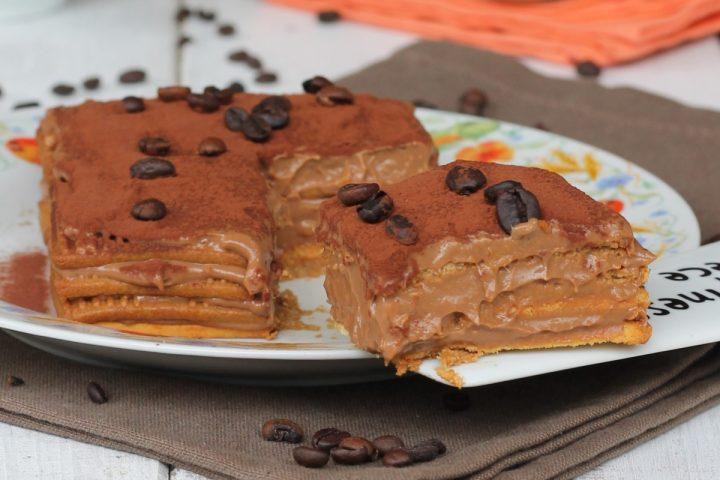Dolce di biscotti della nonna al caffè   ricetta dolce con crema al cioccolato