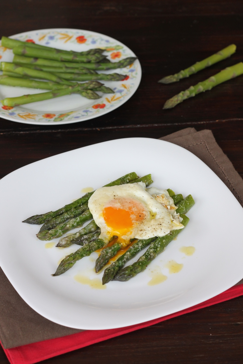 Ricetta ASPARAGI E UOVA alla milanese | uova e asparagi alla Bismarck