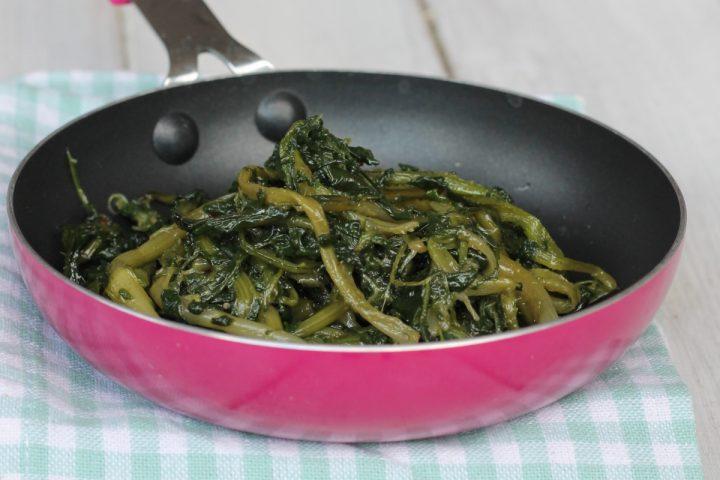 Come togliere l'amaro dalla cicoria? Trucchi consigli e ricetta originale CICORIA RIPASSATA ALLA ROMANA