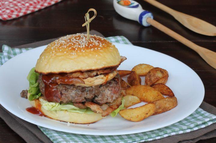 PANINO CON HAMBURGER panino pub farcito con pane fatto in casa