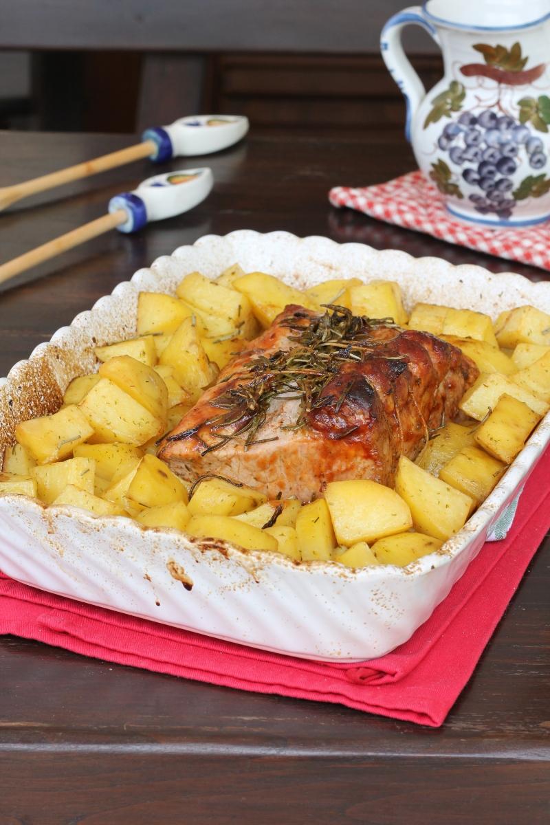 girello DI MAIALE AL FORNO arista di maiale al forno con patate