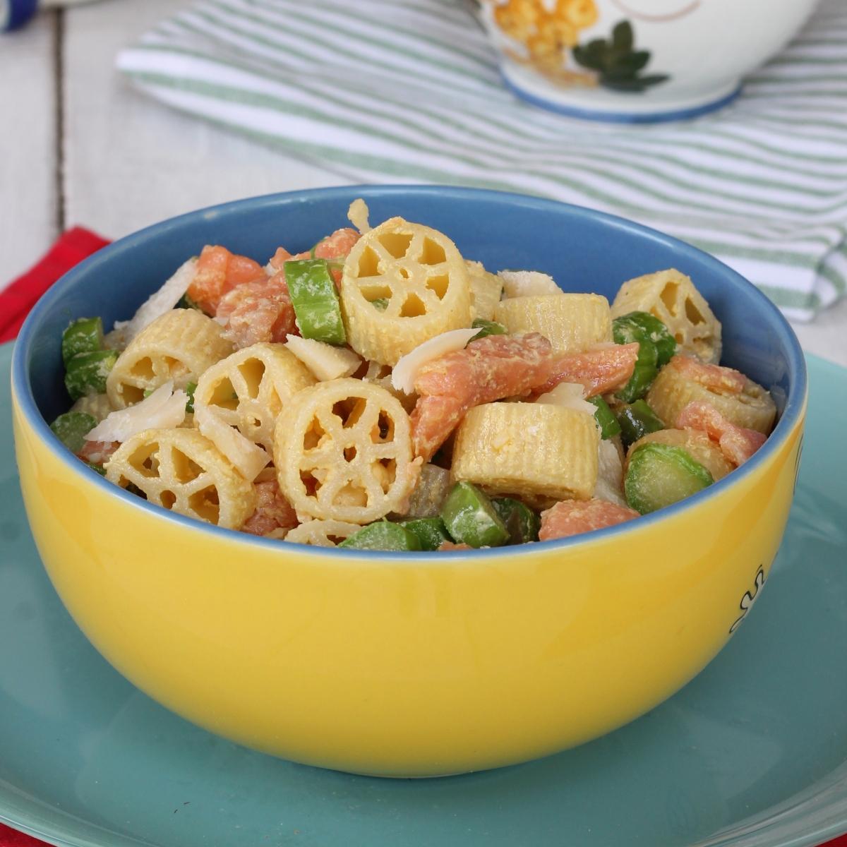 PASTA FREDDA CON salmone affumicato ricetta insalata di pasta con asparagi