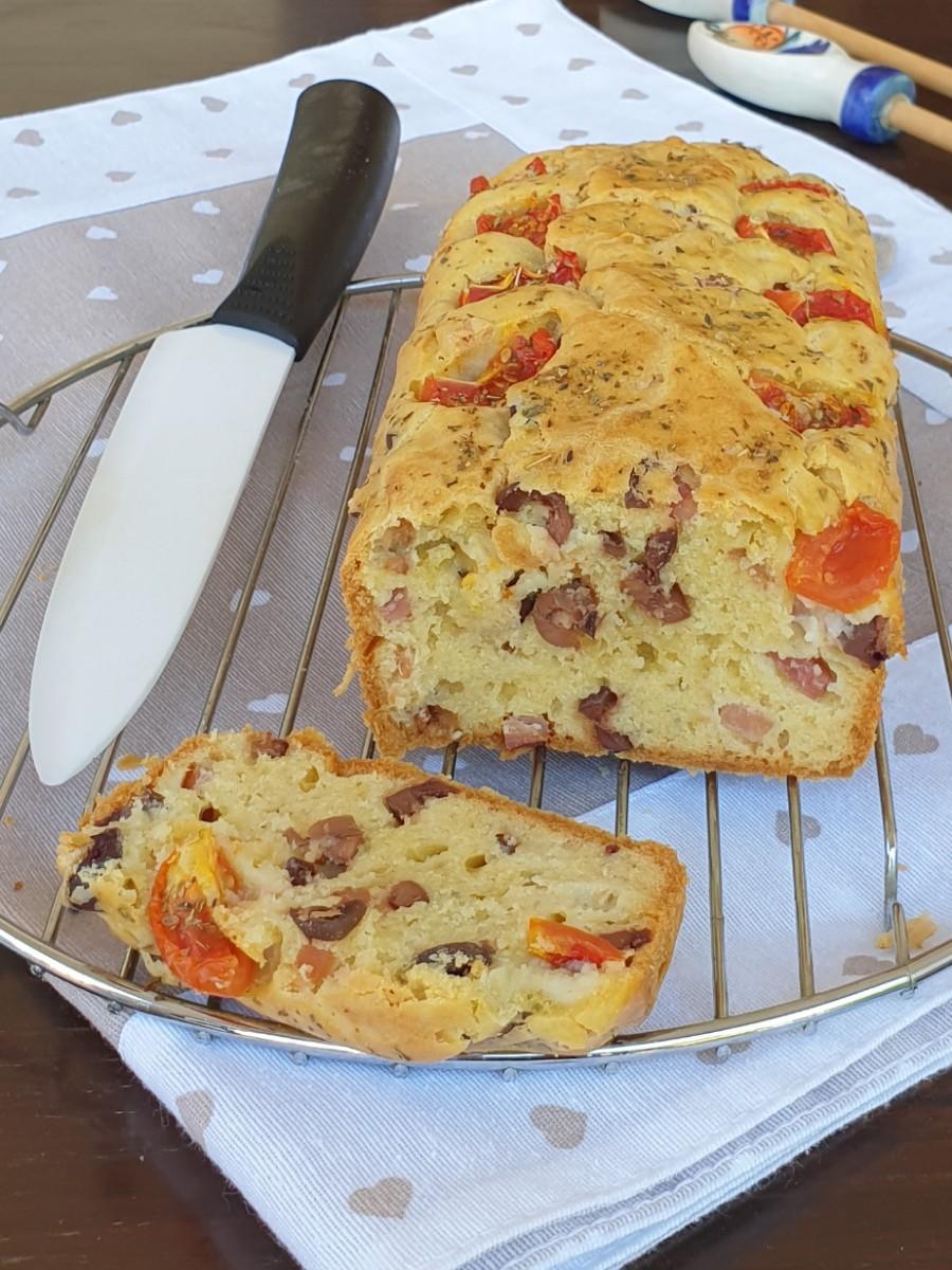PLUMCAKE olive e speck | ricetta torta salata morbida veloce