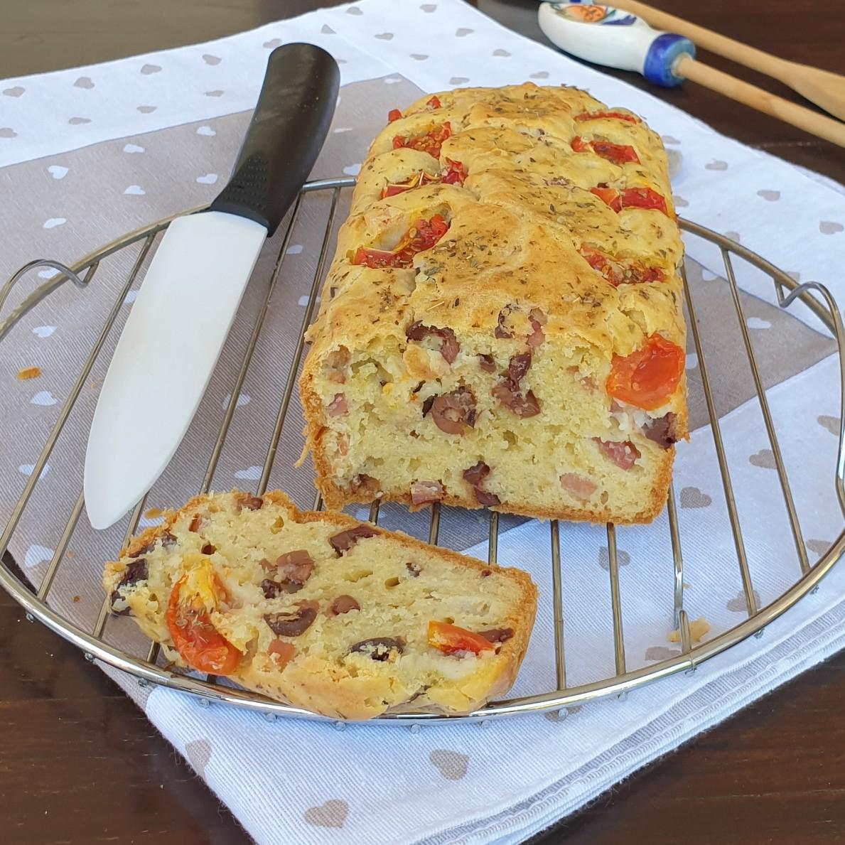 PLUMCAKE rustico veloce olive e speck | ricetta torta salata morbida veloce