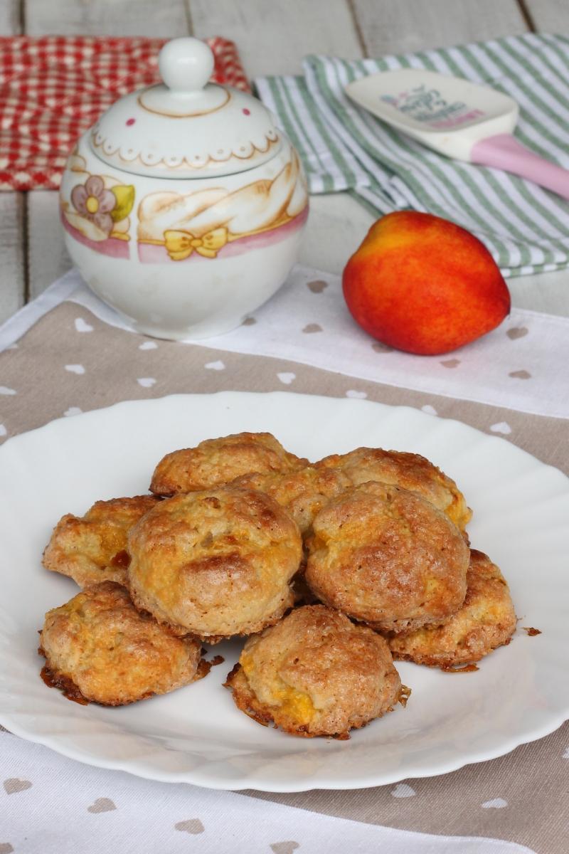 BISCOTTI ALLE PESCHE ricetta biscotti con frutta in pezzi