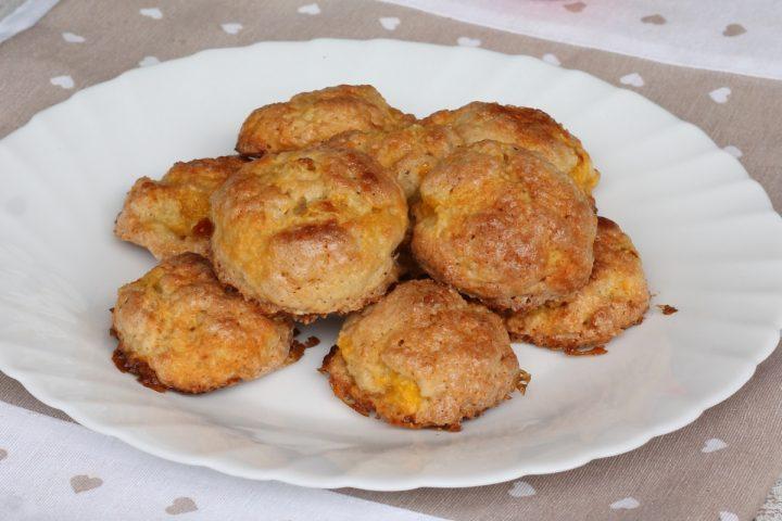 BISCOTTI MORBIDI ALLE PESCHE ricetta biscotti con frutta in pezzi