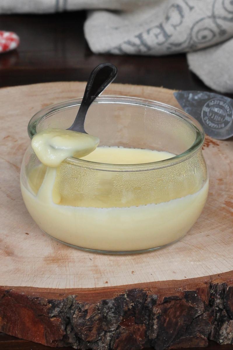 fonduta di FORMAGGI ricetta salsa al formaggio per crostini bruschette