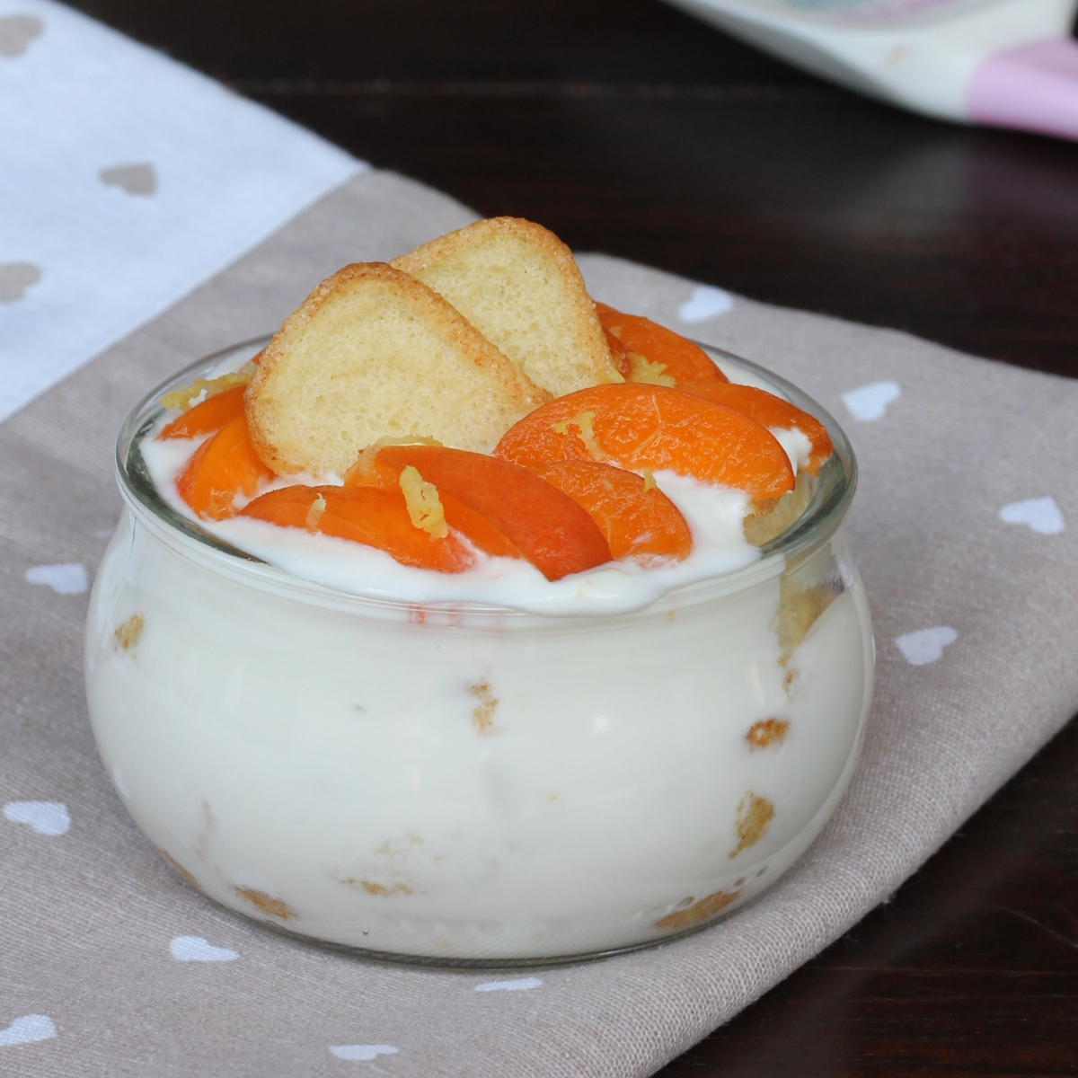 dessert ipocalorico con pavesini con albicocche fresche | dolce light veloce allo yogurt