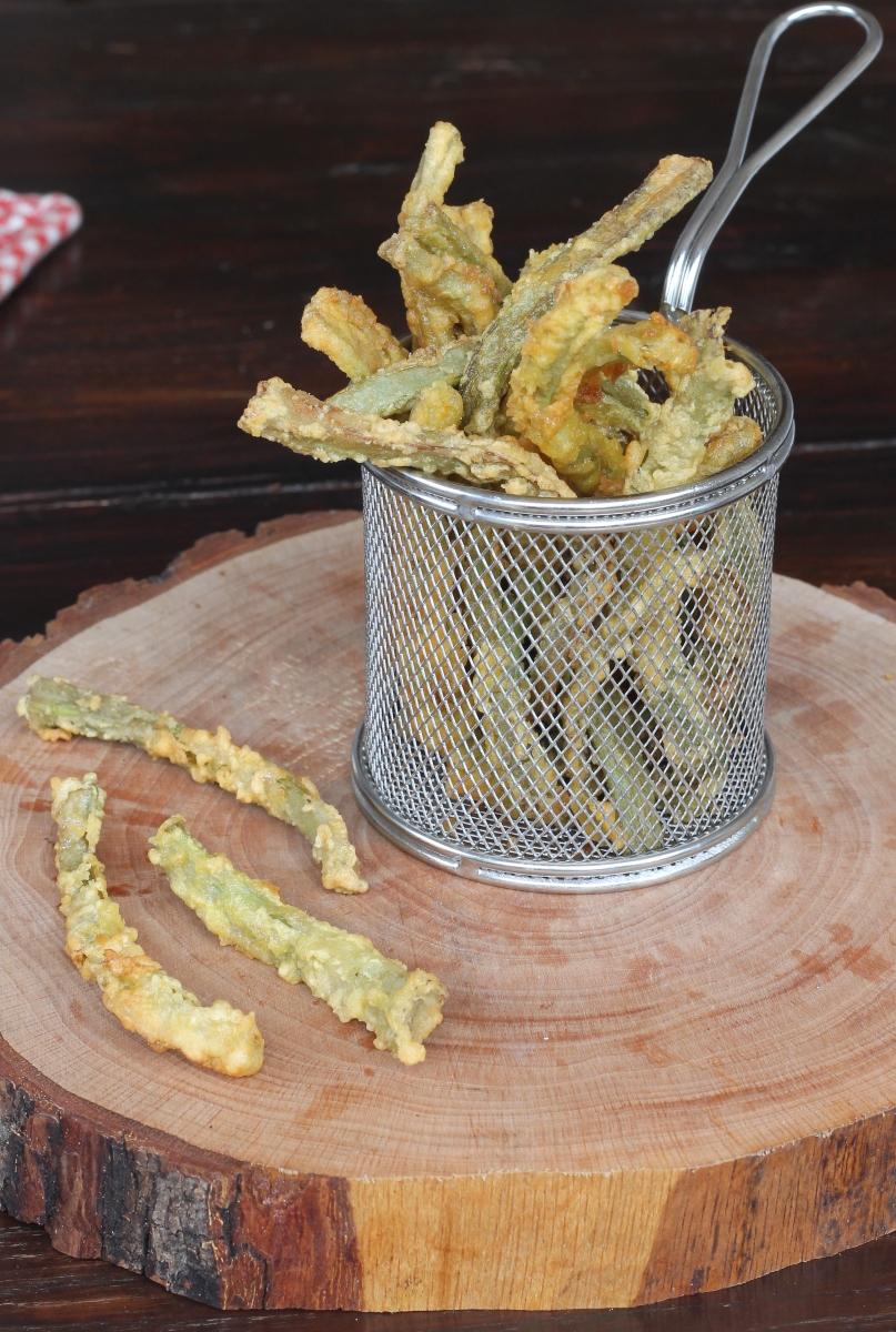 CARCIOFI FRITTI DORATI ricetta con gambi di carciofi in padella dorati