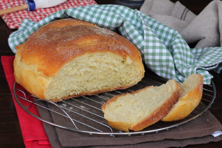 PANE PUGLIESE ricetta originale pane di semola rimacinata di grano duro