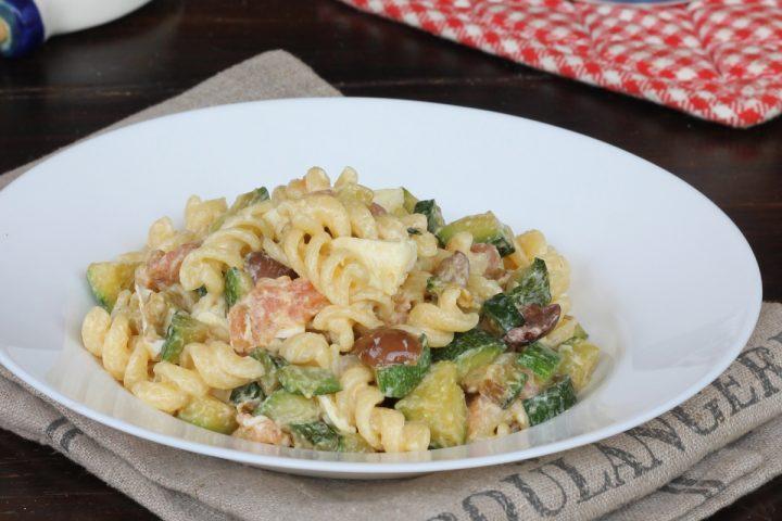 PASTA FREDDA CON SALMONE insalata di pasta zucchine e salmone