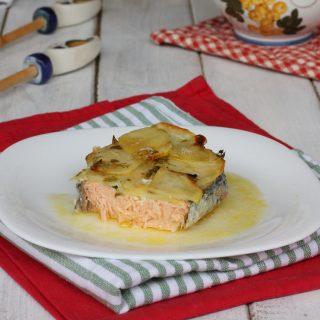 SALMONE IN CROSTA DI PATATE ricetta salmone al forno con patate