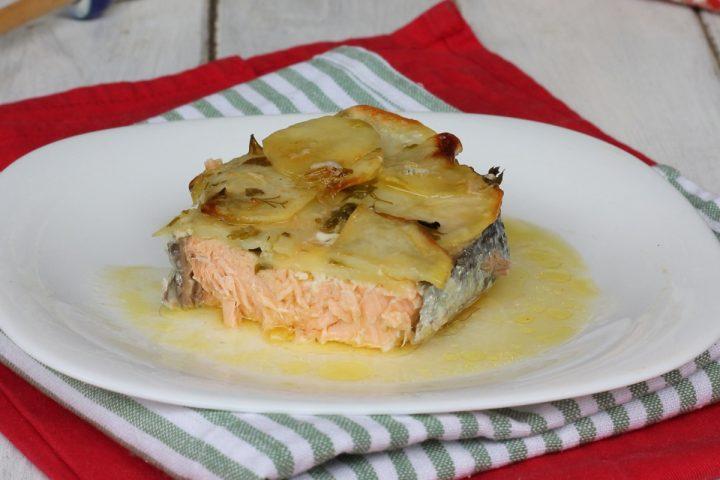 Ricetta Salmone Con Patate Al Forno.Salmone In Crosta Di Patate Ricetta Salmone Al Forno Con Patate