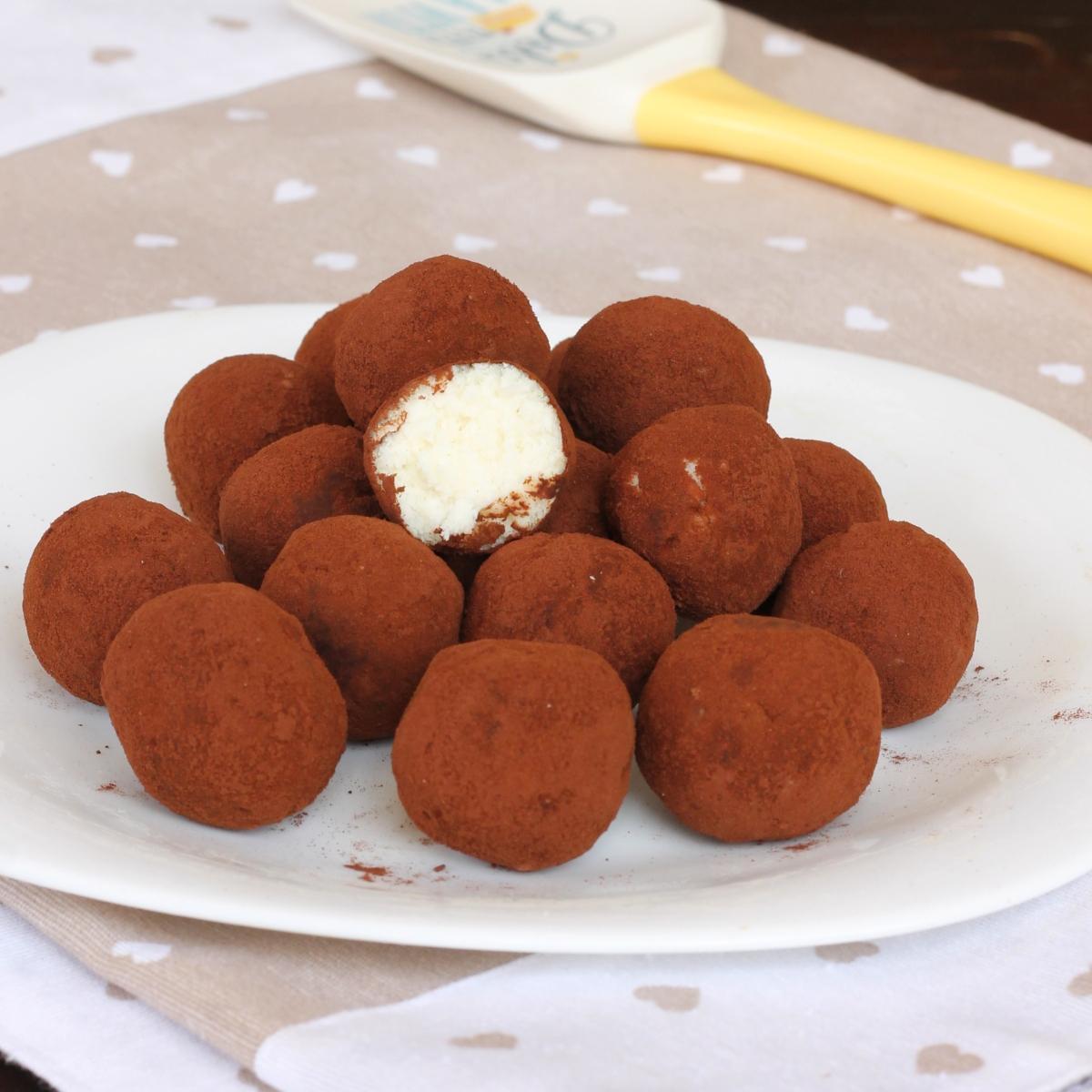palline AL COCCO ricetta dolcetti veloci cocco e ricotta senza cottura