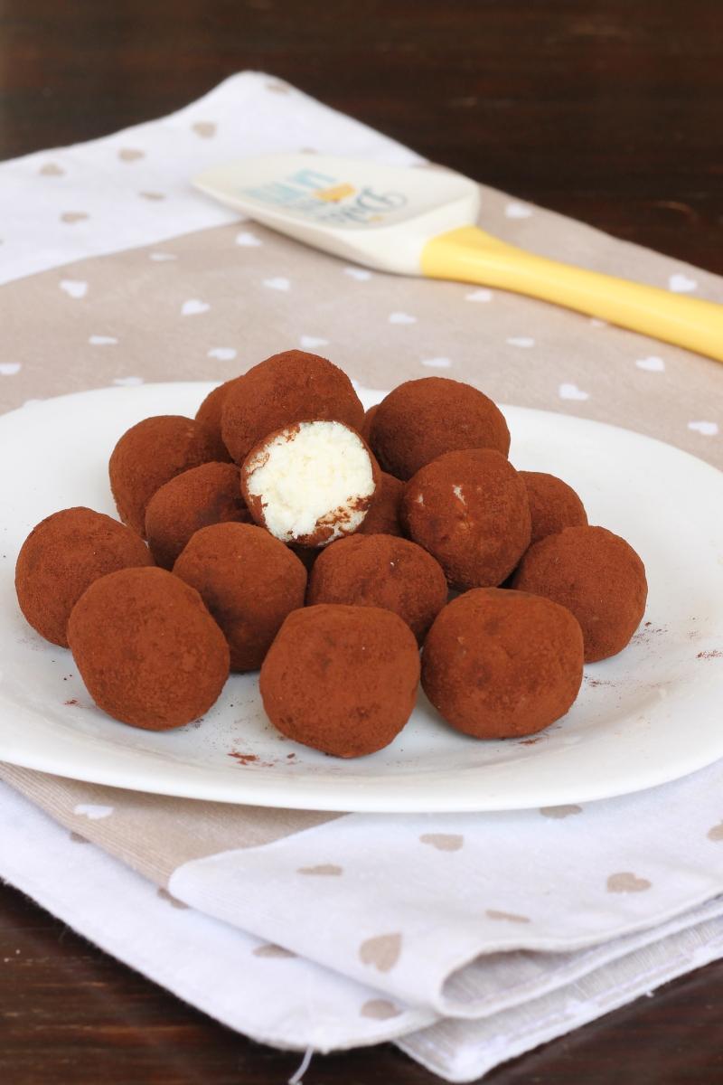 dolci AL COCCO ricetta dolcetti veloci cocco e ricotta senza cottura