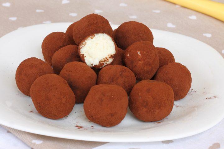 TARTUFINI AL COCCO ricetta dolcetti veloci cocco e ricotta senza cottura