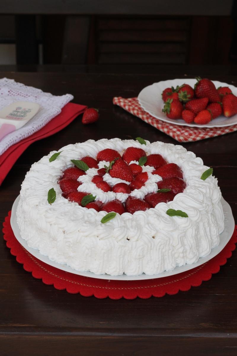 Torta chantilly alle fragole| ricetta torta alla frutta con pan di spagna