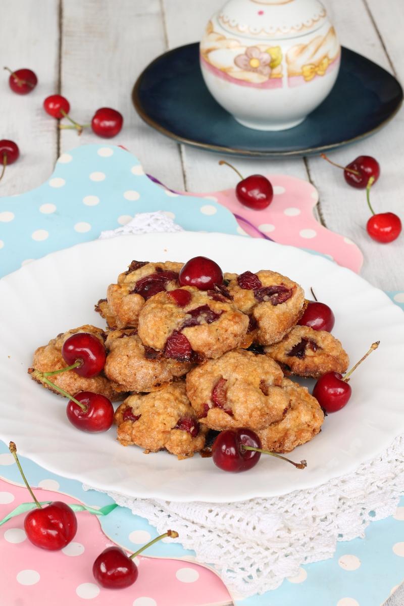 BISCOTTI ALLA FRUTTA ricetta biscotti morbidi con ciliegie fresche