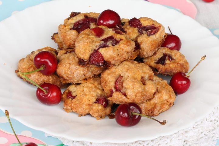 BISCOTTI ALLE CILIEGIE ricetta biscotti morbidi con ciliegie fresche