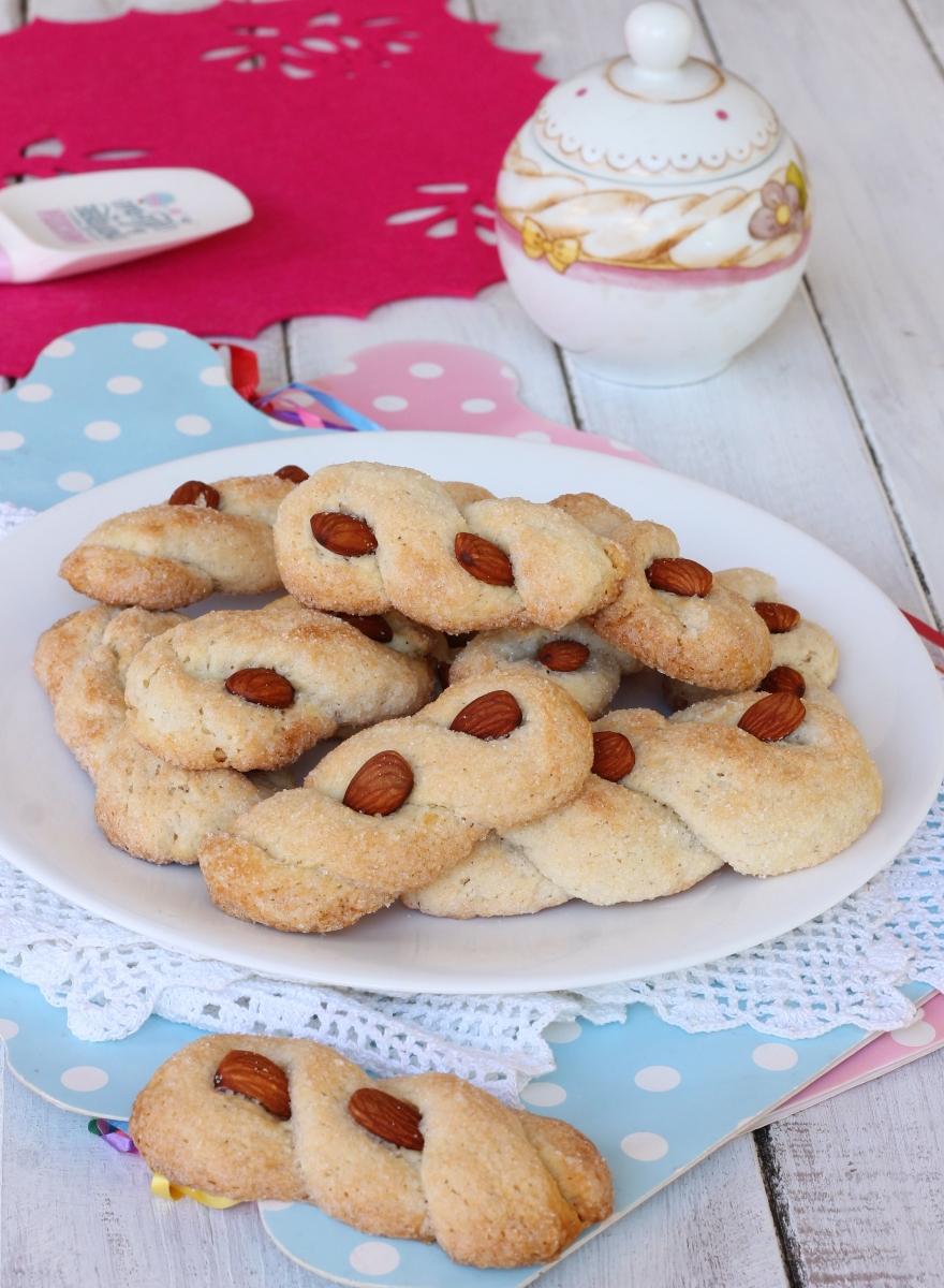 INTORCHIATE dolci PUGLIESI DOLCETTI pugliesi con mandorle |ricetta dolce