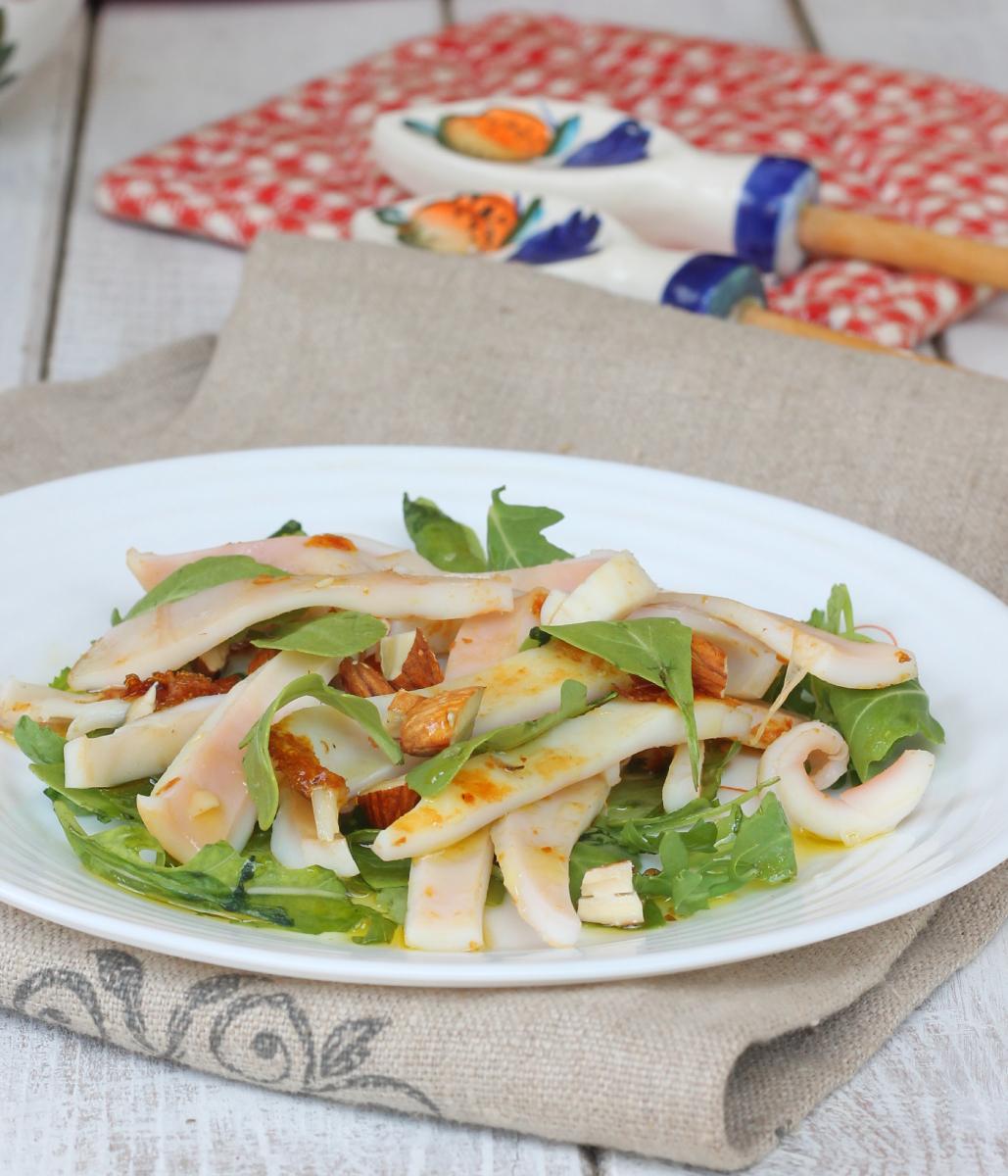 INSALATA CALAMARI ricetta calamari in insalata di rucola e mandorle