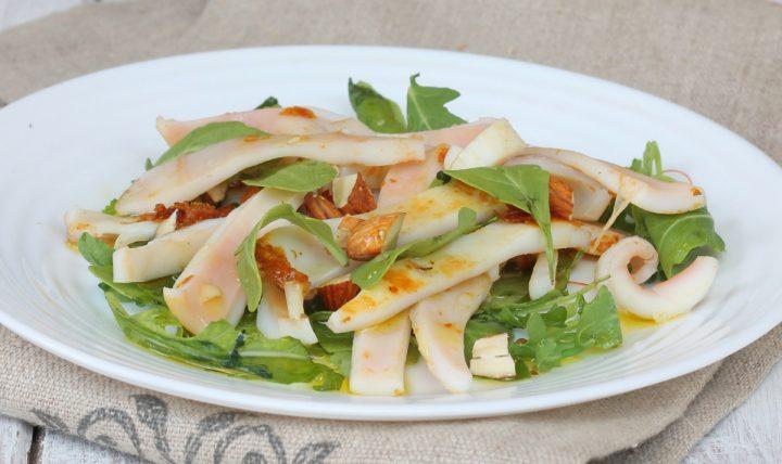 INSALATA DI CALAMARI ricetta calamari in insalata di rucola e mandorle