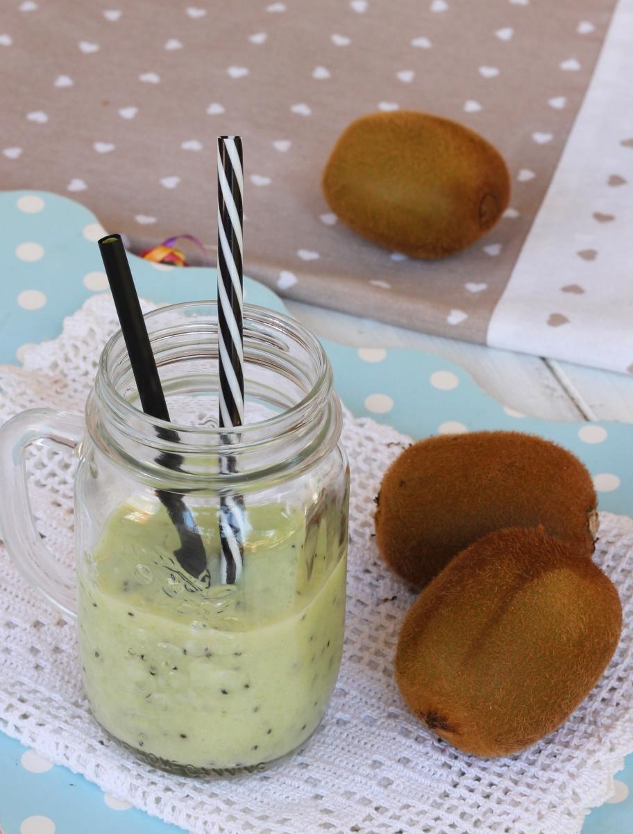 FRULLATO AL KIWI CON YOGURT smoothie al kiwi depurativo diuretico