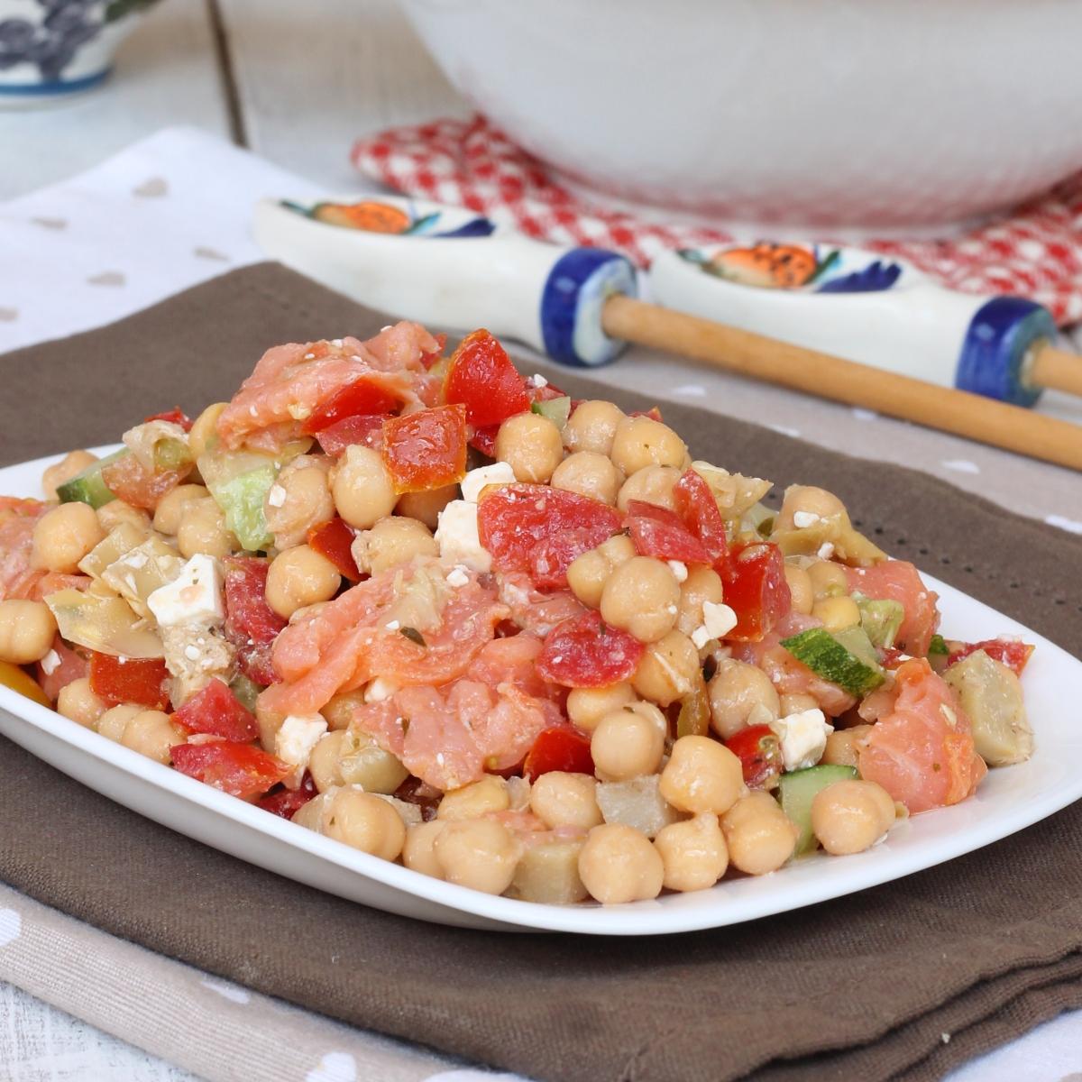 CECI CON SALMONE AFFUMICATO insalata di ceci e salmone affumicato   ricetta fredda