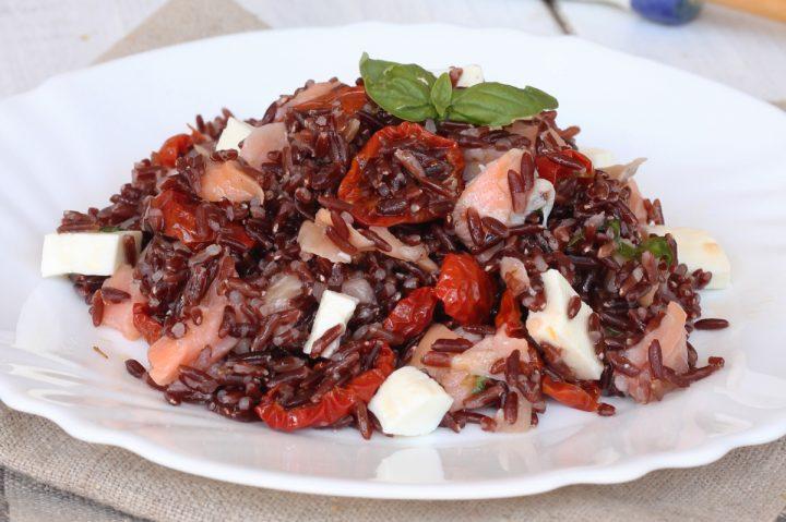 INSALATA DI RISO ROSSO ricetta riso rosso freddo | insalata estiva